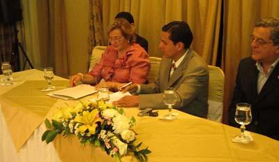 """Convenio de Cooperación Interinstitucional entre La Cámara Provincial de Turismo de Loja y El Instituto Tecnológico Superior """"Bolivariano"""""""