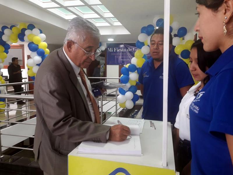 Alcalde de Loja en Feria Académica