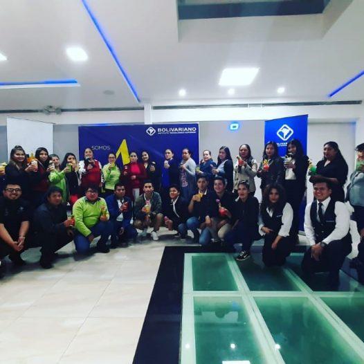 Moradores de Miraflores Alto se certifican en preparación de cócteles