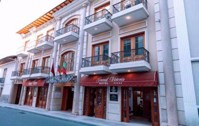 FIRMA DE CONVENIO INSTITUTO BOLIVARIANO Y GRAND VICTORIA BOUTIQUE HOTEL