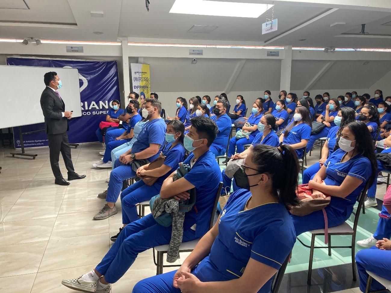 400 Estudiantes del Bolivariano se graduarán de enfermeros con títulos de Tercer nivel