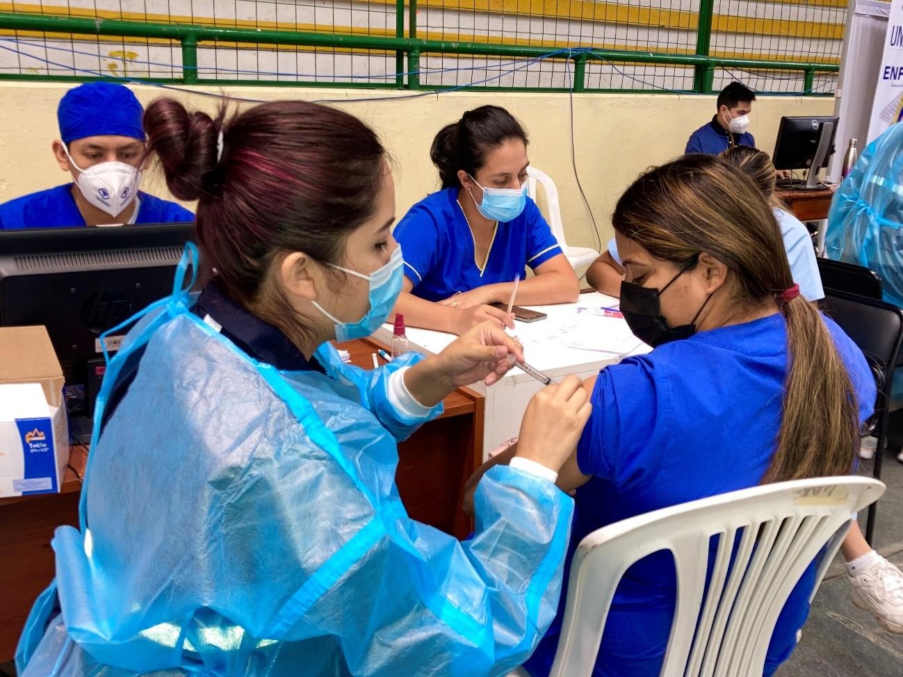 Se cumplió la vacunación a estudiantes del Bolivariano